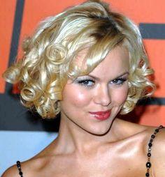 Google Image Result for http://media4.onsugar.com/files/2011/06/22/5/1756/17568149/75/b311b3b4618fb985_hairstyles_for_short_hair_for_prom.jpg