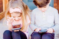 Suomalaislapset saavat ensimmäisen puhelimensa yhä varhaisemmassa vaiheessa. Selvästi yli puolella 5-6-vuotiaista suomalaislapsista on nykyisin oma puhelin. DNA:n tuoreesta koululaistutkimuksesta ilmenee, että tämän ikäisistä lapsista 60 prosentilla on jo oma puhelin. Tutkimuksen mukaan ensimmäinen älypuhelin hankitaan lapselle nykyisin Contrôle Parental, Parental Control, Kids Learning Apps, Teaching Kids, Learning Resources, Learning Tools, Application Play Store, Instagram For Kids, Internet Day