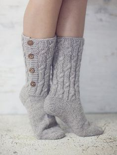 I love warm soft socks :) Diy Crochet And Knitting, Knitted Slippers, Wool Socks, Crochet Slippers, Knitting Socks, Hand Knitting, Knitting Patterns, Winter Socks, Stocking Tights