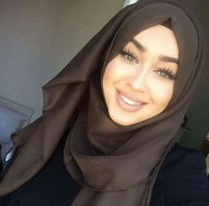 Afbeelding van Lacrimette Islamic Fashion, Muslim Fashion, Hijab Fashion, Beautiful Muslim Women, Beautiful Hijab, Beautiful Dreadlocks, Turban Hijab, Hijab Collection, Muslim Beauty