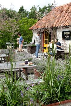 Rute Stenugnsbageri in Gotland. Fine ideas for a home back yard patio, too. Places To Travel, Places To See, Wonderful Places, Beautiful Places, Outdoor Furniture Sets, Outdoor Decor, Cafe Restaurant, Glass House, Summertime