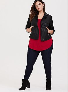 Super Soft Red Favorite Tunic Tee - Plus Size Plus Size Legging Outfits, Legging Plus Size, Plus Size Fall Outfit, Plus Size Fashion For Women, Plus Size Outfits, Size 14 Fashion, Plus Size Winter Outfits, Curvy Girl Outfits, Curvy Girl Fashion