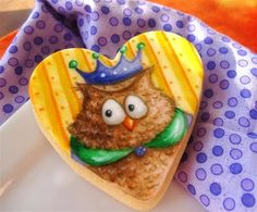 Painted owl fondant cookie