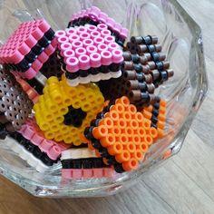 Lakridskonfekt i hama perler. Lakridskonfekt i hama perler. Perler Bead Designs, Hama Beads Design, Diy Perler Beads, Hama Beads Patterns, Perler Bead Art, Beading Patterns, Hamma Beads Ideas, Diy And Crafts, Crafts For Kids