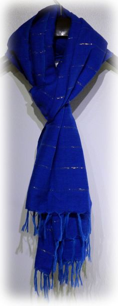 Handwoven Shawl-Scarf. Wrap yourself in a 100% handmade shawl-scarf, accentuated with a gold interlining. Warms comfortably your neck and shoulders.