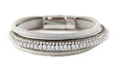 Licht grijze armband, luxe uitstraling.