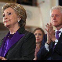 Vragen en antwoorden...: Waarom droeg Hillary Clinton tijdens haar speech toen de uitslag van de presidentsverkiezingen duidelijk was?