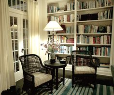 Something's Gotta Give reading nook in corner of living room:dark wicker chairs, bookshelves. This is probably my favorite movie house! Style At Home, Something's Gotta Give House, Cosy Living, Cosy Home, Home Libraries, The Design Files, Home Fashion, Living Spaces, Living Rooms