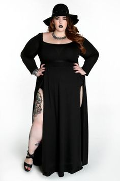 The increasing demand and the subsequent availability of plus size clothing has resulted in several clothing stores who offer a large variety of plus size clothing. Many of these are exclusively dedicated to the plus size segment and offer a great number of variety, design patterns, clothing material, prints and quality within all budget ranges.