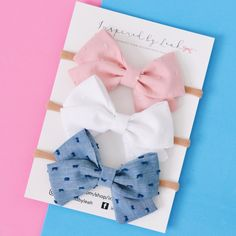 These staples are a must have in any wardrobe. Available in two other styles. Diy Baby Headbands, Diy Headband, Vintage Headbands, Headband Pattern, Fabric Hair Bows, Hair Ribbons, Ribbon Hair, Baby Girl Bows, Girls Bows