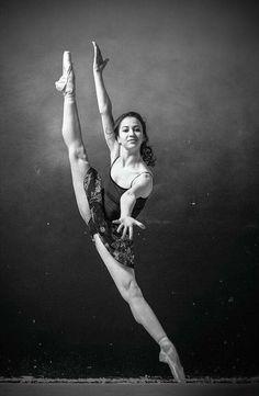 << Renata Shakirova (Mariinsky Ballet) # Photo © Ekaterina Kravtsova>>