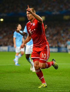Arjen Robben and Bayern Munich cruised past Manchester City in the UEFA Champions League Oct 2013.