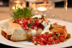Kylling enchiladas med chili- og limesalsa Frisk, Tex Mex, Bruschetta, Guacamole, Chili, Nom Nom, Chicken Recipes, Tacos, Mexican
