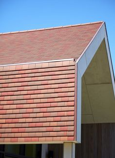 Pottelberg Tegelpan 301 mix (Toscana, Amarant, Rustiek) Clay Tiles, Roof Tiles, Facade Architecture, House In The Woods, Cladding, Terracotta, House Plans, Garage Doors, Houses