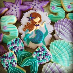 The Little Mermaid under the sea decorated iced sugar cookies / biscuits - mermaid tail, seashell, starfish. so cute cookies! Summer Cookies, Fancy Cookies, Iced Cookies, Cute Cookies, Royal Icing Cookies, Cupcake Cookies, Cookie Favors, Flower Cookies, Heart Cookies