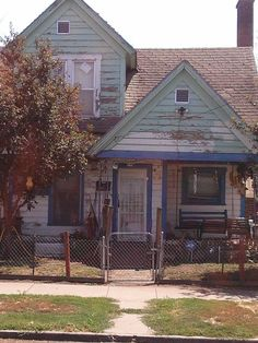 Community Comes Together To Repaint Man's House After Teens Laugh At It