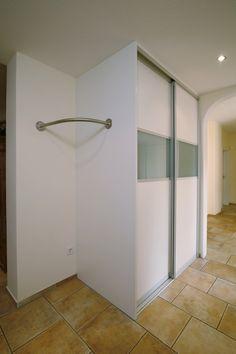 Büromöbel Bescheiden Edelstahl Garderobe Mit Glas-böden Büromöbelprogramm Sofort Lieferbar!