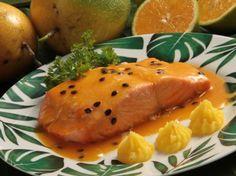 Filé de salmão ao molho de maracujá e laranja