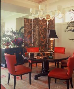 asian contemporary dining room--round pedestal table, chinoiserie screen