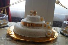 Pastel de choconuez con fondant y decorado con alcatraces