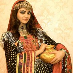 The Afghan Traditional Jewellery – The Afghanistan of Today Afghanistan Culture, Afghani Clothes, Pakistani Culture, Mehndi Outfit, Afghan Girl, Afghan Dresses, Wedding Dress Sleeves, Wedding Dresses, Oriental Fashion