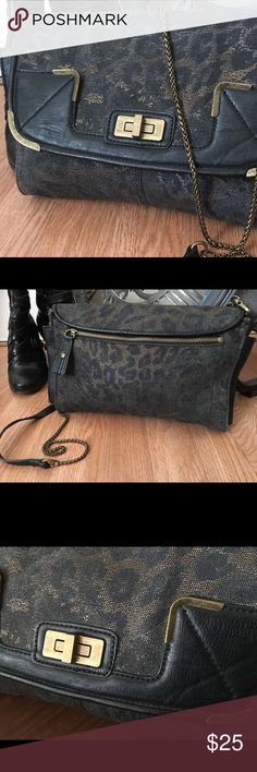 Jessica Simpson Black & Gold Crossbody Handbag Light leopard print industrial style crossbody by Jessica Simpson. Gold chain crossbody strap with leather shoulder piece. Side exterior pocket with fold over flap and gold lock. Interior with several pockets. Like new with no signs of wear. Approx 12x8x2. Jessica Simpson Bags Crossbody Bags