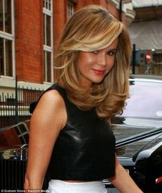 Amanda Holden heads to BGT auditions with voluminous golden hair is part of Hair lengths - The Britain's Got Talent judge stepped out of her Birmingham hotel on Monday looking fabulous with a seriously voluptuous hairdo Medium Hair Styles, Natural Hair Styles, Short Hair Styles, Hair Medium, Medium Cut, Natural Hair Weaves, Medium Layered Hair, Golden Hair, Golden Blonde