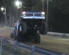run it baby! 4x4 Trucks, Lifted Trucks, Cool Trucks, Truck And Tractor Pull, Tractor Pulling, Truck Pulls, Classic Ford Trucks, Ford 4x4, Jeeps