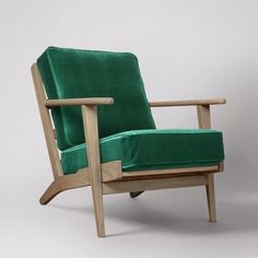 The Karla armchair in emerald green velvet. Where mid-century style meets the Hamptons, the Karla brings a relaxed personality to a lounge space with a simple and elegant look. Green Velvet Armchair, Blue Armchair, Mid Century Armchair, Retro Armchair, Mid Century Bedroom, Industrial Dining Chairs, Single Chair, Lounge, Weathered Oak