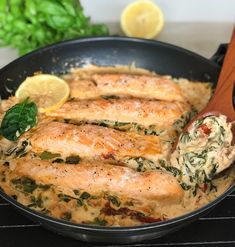Ugnsbakad lax med spenat & soltorkade tomater i en krämig sås | zofias_kok Seafood Diet, Fish And Seafood, Fish Recipes, Vegan Recipes, Cooking Recipes, Holiday Recipes, Dinner Recipes, Come Dine With Me, Zeina