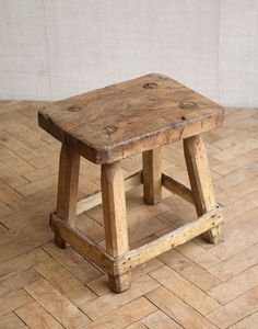 Rustic Side Table, Wooden Side Table, Rustic Bench, Rustic Wood, Banco Vintage, Vintage Stool, Farmhouse Stools, Rustic Stools, Diy Stool