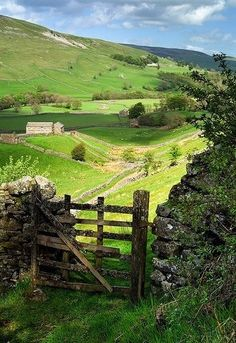 I'd like this to be my back gate! Valley Gate,Yorkshire, England photo via suzanne Oh The Places You'll Go, Places To Travel, Places To Visit, Beautiful World, Beautiful Places, Beautiful Gorgeous, English Countryside, British Isles, Country Life