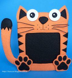 Felt frame cat.  Marco de fotos de fieltro de gato. Diy Projects For Kids, Sewing Projects, Crafts For Kids, Wreath Boxes, Baby Girl Announcement, Pencil Toppers, Felt Cat, Handmade Frames, Pillow Box