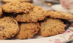 Recipe for Flourless, Sugar-Free, Gluten-Free Peanut Butter Cookies; this is probably my favorite cookie recipe! [from Kalyn's Kitchen] uses stevia! Sugar Free Peanut Butter Cookies, Peanut Butter Cookie Recipe, Sugar Free Desserts, Sugar Free Recipes, Low Carb Desserts, Cookie Recipes, No Sugar Snacks, Sugar Cookies, Favorite Cookie Recipe
