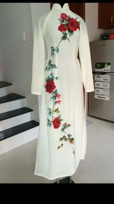 Ao dai Hand Painted Dress, Painted Clothes, Indian Designer Outfits, Designer Dresses, Pretty Dresses, Beautiful Dresses, Fabric Paint Designs, Hand Embroidery Dress, Dress Painting
