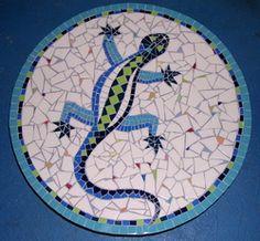 [alligator+mozaiek.jpg] alligator mosaic. Looks like a lazy Susan or maybe a stepping stone..I really like it