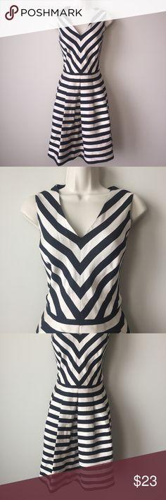 Banana Republic Stripped Dress Us Size 8. Material: polyester. Beige x Black. Banana Republic Dresses Midi