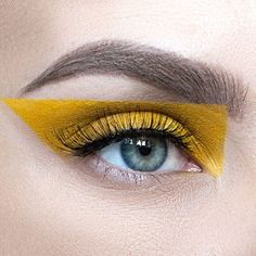 Eyeshadow Is the Surprising Makeup Trend Taking Over Spring Try one of these chic ways to wear yellow eye makeup.Try one of these chic ways to wear yellow eye makeup. Makeup Trends, Makeup Inspo, Makeup Art, Hair Makeup, Makeup Ideas, Witch Makeup, Beauty Makeup, Makeup Tips, Rock Makeup
