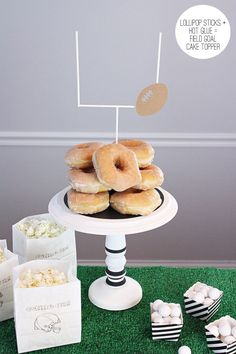 DIY Tailgate Cake Plate & Easy Field Goal Cake Topper | @kimbyers @joann_stores + learn how to make those fun popcorn bags!