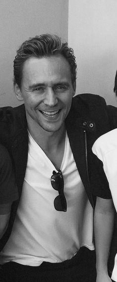 """""""Tom Hiddleston so cool, a real super hero/villain in the building...besides me."""" Source: https://www.instagram.com/p/BA-Sn8Rqbsx/ Full size image: http://ww2.sinaimg.cn/large/6e14d388gw1f0cv1dh0izj20u00u0jtn.jpg"""