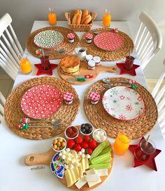 "Instagram'da Batuhan ♥️çınar Berk: ""Tünaydın🤗 İyi hafta sonları❤️ Tabaklarım @cicizuccaciye @cicizuccaciye @cicizuccaciye @cicizuccaciye 😍 ❄️⭐️❄️⭐️ #kahvalti #kahvaltıtabağı…"" Breakfast Table Setting, Breakfast Platter, Food Decoration, Table Decorations, Afghan Food Recipes, Turkish Breakfast, Breakfast Bread Recipes, Serving Table, Yu Gi Oh"