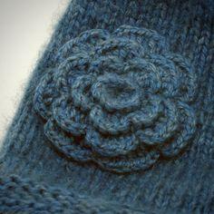 knit flower hat  crochet flower pattern.......