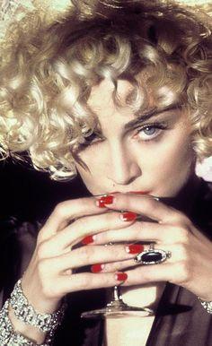 gorgeous blonde ringlet curls