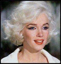 """1962 / Mes captures d'écran de Marilyn dans son dernier film inachevé """"Something's got to give"""", captures issues du documentaire """"The final days"""". / """"Marilyn Monroe - les Derniers Jours"""" (""""Something's Got to Give"""") est un film américain inachevé de George CUKOR débuté en 1962. Il appartient aux œuvres cinématographiques inachevées les plus célèbres de l'Histoire du cinéma en raison des problèmes posés par les absences répétées de son actrice Marilyn MONROE pendant le tournage puis la…"""
