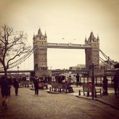 Tower Bridge -London #towerbridge #london #londra #londres #towers #torri #ponte #bridge #architecture #architettura #igers #igersuk #igerslondon #uk #igersoftheday #cityoflondon #riverthames #tamigiriver #fiumetamigi #photography #fotografia #unitedkingdon #thecity #towerhill #history #storia by therevsdv