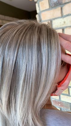 Silver Blonde Hair, Blonde Hair Shades, Icy Blonde, Gray Hair Highlights, Hair Color Balayage, Blonde Balayage, Grey Hair Transformation, Gray Hair Growing Out, Transition To Gray Hair
