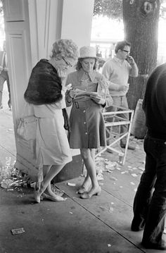 Studying the Form, Melbourne Cup 1970 Old Photos, Vintage Photos, In Medias Res, Melbourne Cup Fashion, Race Day Fashion, Spring Racing Carnival, Home History, Retro Baby, Melbourne Victoria