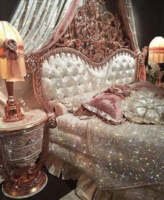 Quirky Home Decor sparkle bedroom Boujee Aesthetic, Aesthetic Room Decor, Aesthetic Vintage, Aesthetic Grunge, Aesthetic Pictures, Orange Aesthetic, Aesthetic Collage, Aesthetic Makeup, Aesthetic Clothes