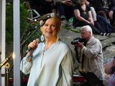 Eilisen Helsinki valokuvissani: Kumpulan kyläjuhlat 2016: Katri Helena 28.5.2016 Helsinki, Parka, 1980s, Photography, Photograph, Fotografie, Photoshoot, Parkas, Fotografia