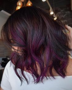 black bob with purple balayage highlights. I wanna dye my hair with purple highlights after school lets out, something fun Purple Brown Hair, Purple Hair Highlights, Purple Balayage, Brown Hair Shades, Hair Color Streaks, Brown Hair Balayage, Hair Color Purple, Light Brown Hair, Cool Hair Color